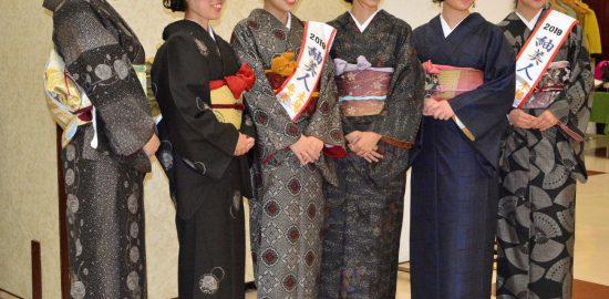 大島紬好きを増やしたい 歴代紬美人が「華つむぎ会」