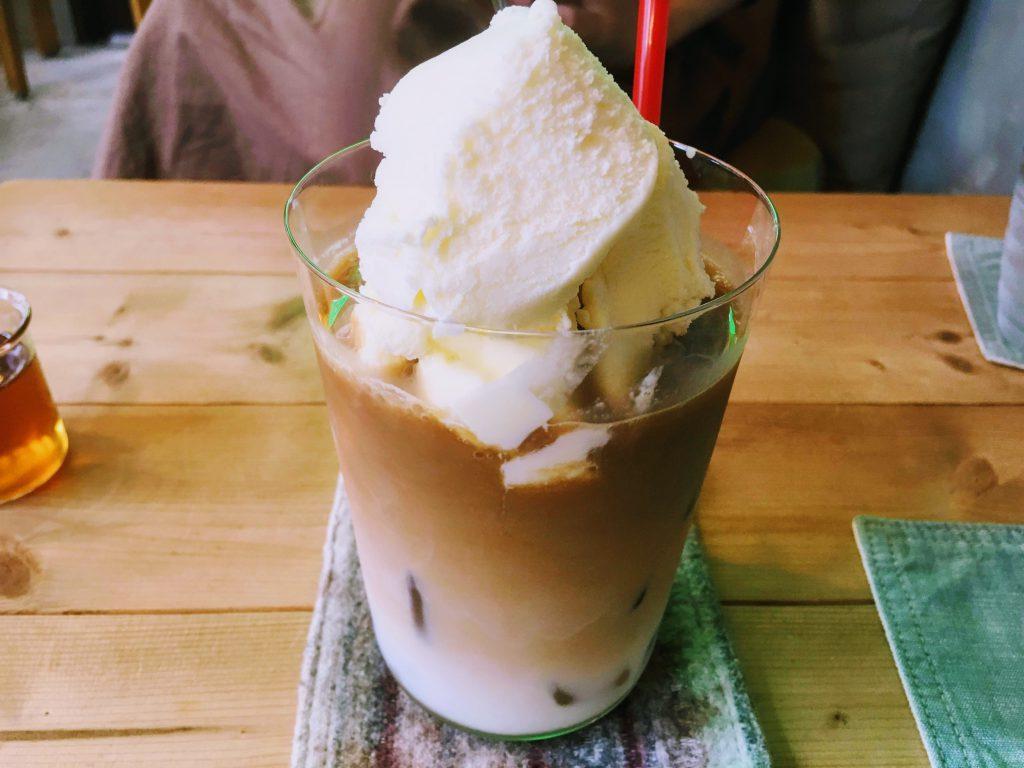名瀬街の一角で、ゆったり楽しむ島カフェタイム~cafe holidayで楽しむ休日