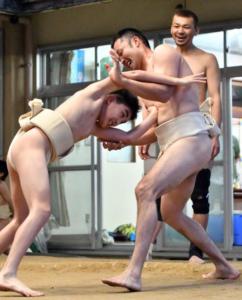 卒業前に親子相撲 朝日相撲少年団、母親も参加