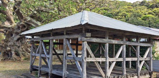 南海日日新聞〔写真〕瀬戸内町加計呂麻島のアシャゲ(県教育委員会提供)