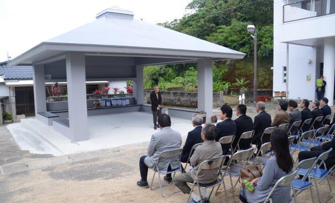 南海日日新聞:写真/アシャゲから交流拠点として建て替えられたあずまや=29日、宇検村阿室